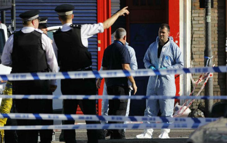 Londres nouvelle attaque terroriste : Une voiture bélier fonce sur la foule et fait un mort et dix blessés. Theresa May parle d'une attaque «potentiellement terroriste»