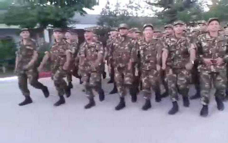 Algérie, antisémitisme d'Etat : Des soldats défilent en chantant «Mort aux Juifs. Tuez des Juifs» (Vidéo)