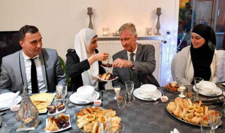 Dhimminitude : le roi des Belges rompt le jeûne du ramadan chez un imam