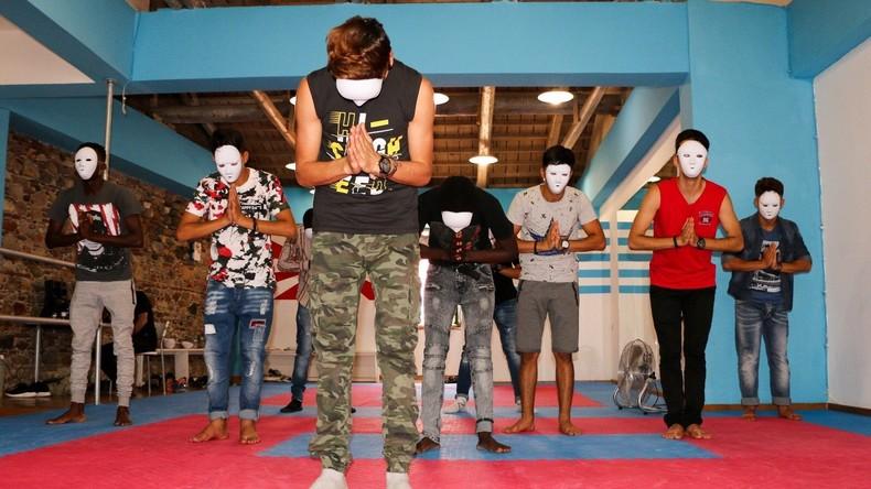 Grèce, Lesbos : une ONG israélienne fait jouer à des migrants leur calvaire dans une pièce de théâtre