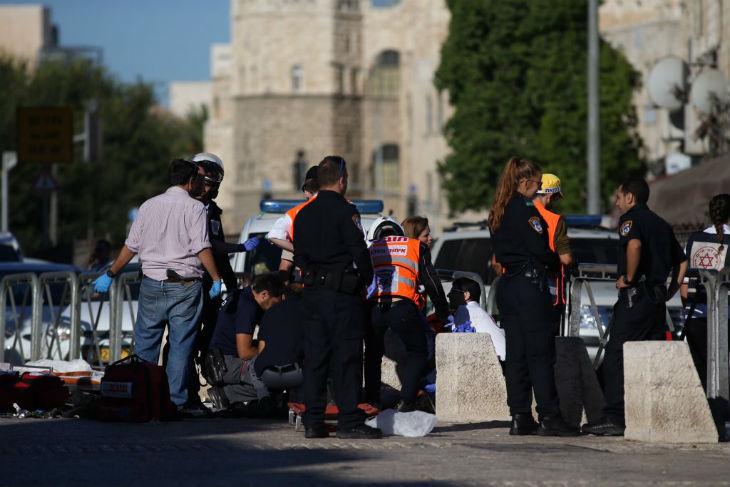 Cheikh Raed Salah, chef du Mouvement islamique en Israël, prie pour les terroristes « martyrs » ayant perpétré l'attentat de Jérusalem