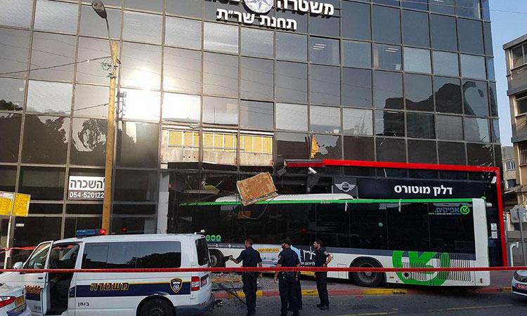 [Video] Tel-Aviv, un bus fonce dans un commissariat de police