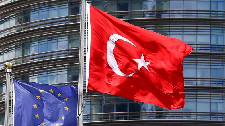 Malgré la dérive islamiste et totalitaire d'Erdogan, pour la diplomatie européenne la Turquie reste «clairement» un pays candidat à l'UE
