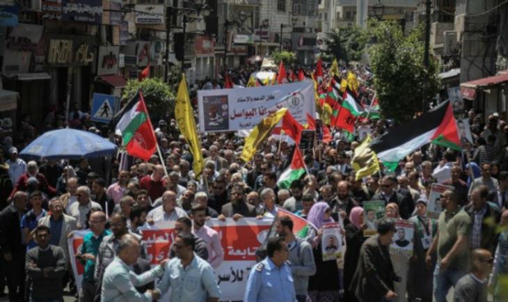 Des milliers de Jordaniens clament «Morts à Israël» aux funérailles du terroriste de l'ambassade israélienne