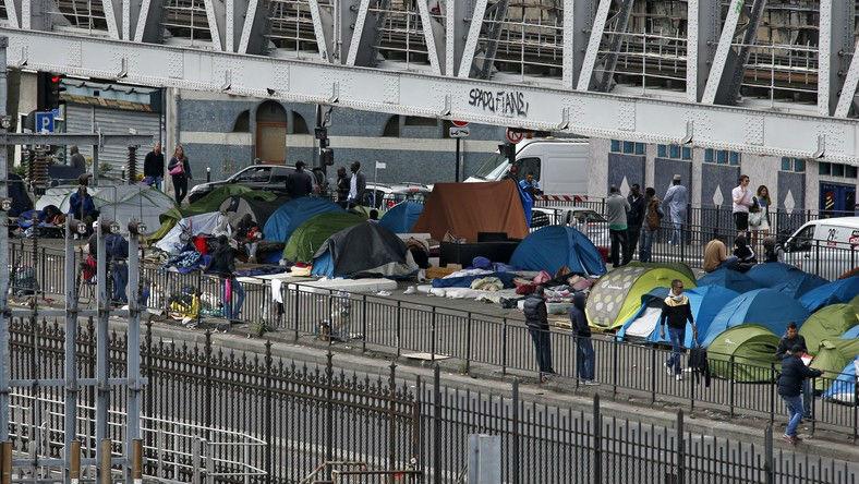 Migrants Paris : Un riverain ««Collé aux migrants (Porte de la Chapelle),il y a un lycée de coiffeuses avec 90% de filles. Ça va pas faire bon ménage.» (Vidéo)