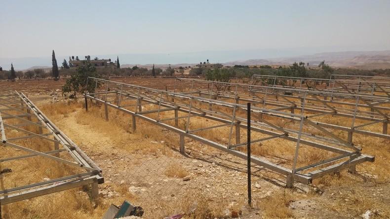 Judée Samarie : Israël confisque des panneaux solaires illégaux financés par la Hollande pour soutenir l'occupation arabe illégale
