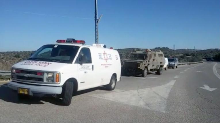 Attaque à la voiture-bélier au nord-est de Hébron, un soldat israélien blessé