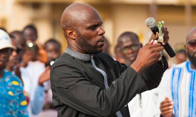 Kemi Seba, l'agent iranien, incarcéré à Dakar pour avoir brûlé un billet de France CFA