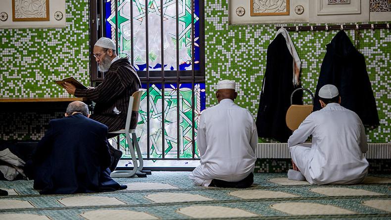 Belgique : après les attentats en Catalogne, le ministre de la Justice veut ficher les imams