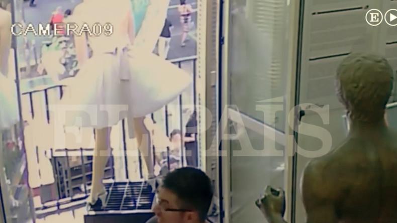 Attentat de Barcelone : Le camion filmé par une caméra de surveillance. Horrible !