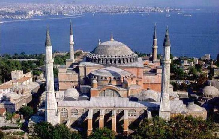 La Grèce accuse la Turquie de vouloir « transformer » la basilique Sainte-Sophie en mosquée