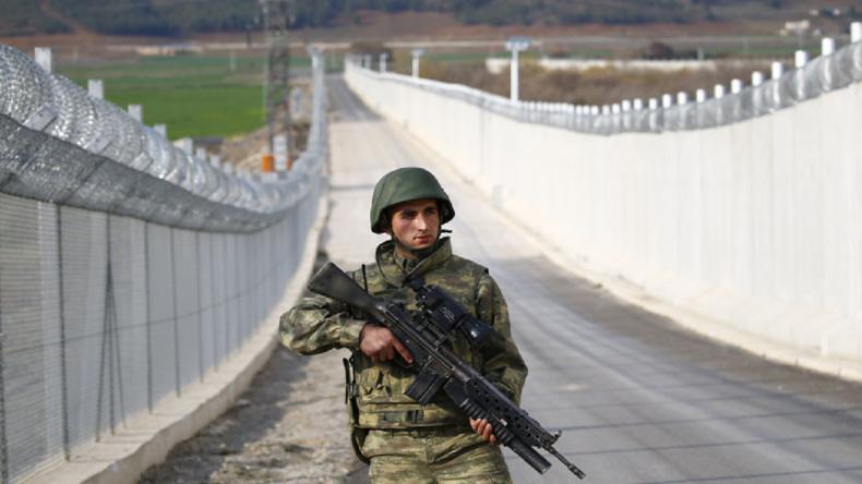 La Turquie construit un mur le long de sa frontière avec l'Iran sans aucune réaction diplomatique. Seul Israël n'a pas le droit de construire de mur…