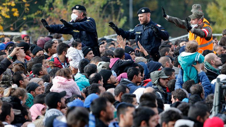 Un général italien explique comment régler l'invasion migratoire « Il suffit d'utiliser l'armée pour la mission qui est à l'origine de sa création, celle de défendre nos frontières »