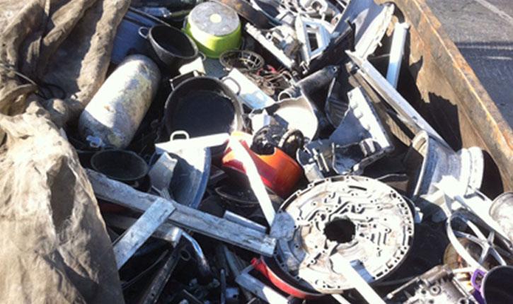 Terrorisme palestinien: dans la benne d'un camion pour la déchetterie, des dizaines d'armes en pièces détachées