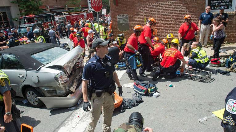 [Vidéo] Une voiture fonce dans une manifestation antiraciste aux USA: un mort et 19 blessés