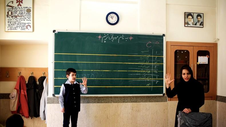 Iran : les professeurs qui louchent, ont de l'acné ou manquent de dents ne pourront plus enseigner
