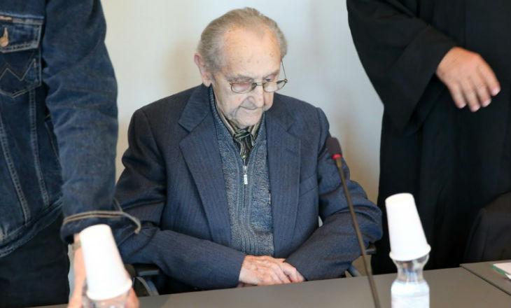 La justice allemande annonce l'arrêt des poursuites contre l'ex-infirmier d'Auschwitz pour «inaptitude à comparaître»