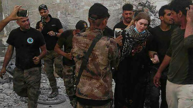 La «marche de la honte» de Linda Wenzel, l'allemande pro-Daesh arrêtée à Mossoul. Elle risque la peine capitale (Vidéo)