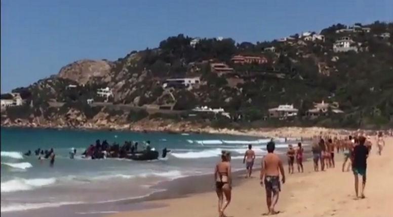 [Vidéo] Des migrants tunisiens débarquent en plein jour sur une plage touristique italienne