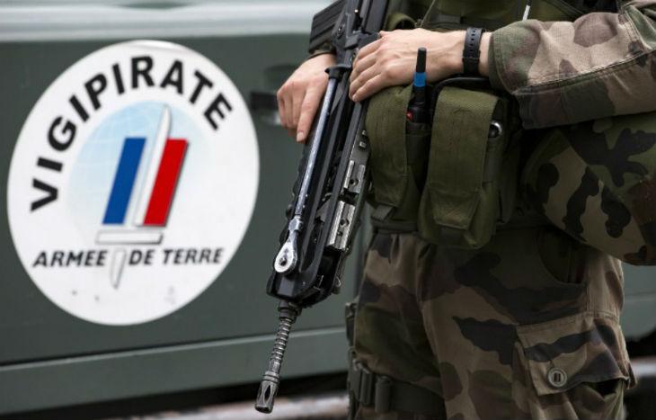Un militaire de l'opération Sentinelle attaqué par un islamiste armé d'un couteau au cri «d'Allah Akbar» à Paris