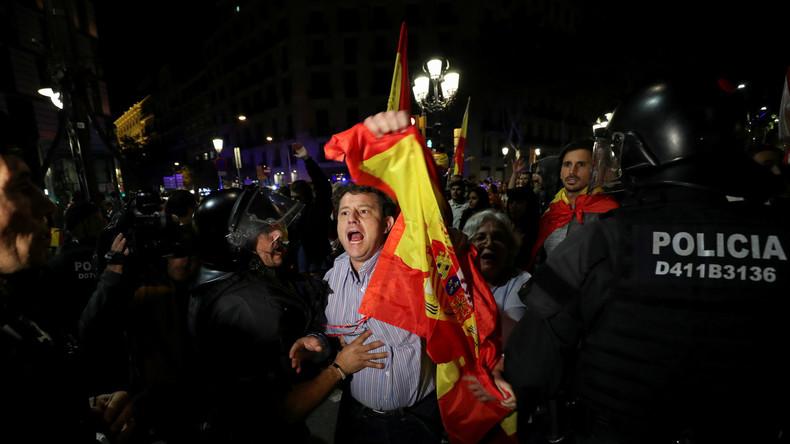La Catalogne se réveille sous tutelle de Madrid, dans une Espagne fracturée