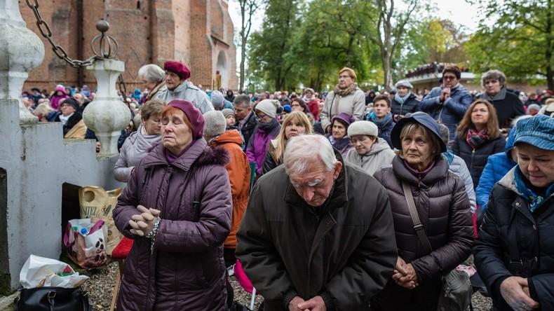 Contre «l'islamisation de l'Europe», des milliers de catholiques polonais prient à leurs frontières