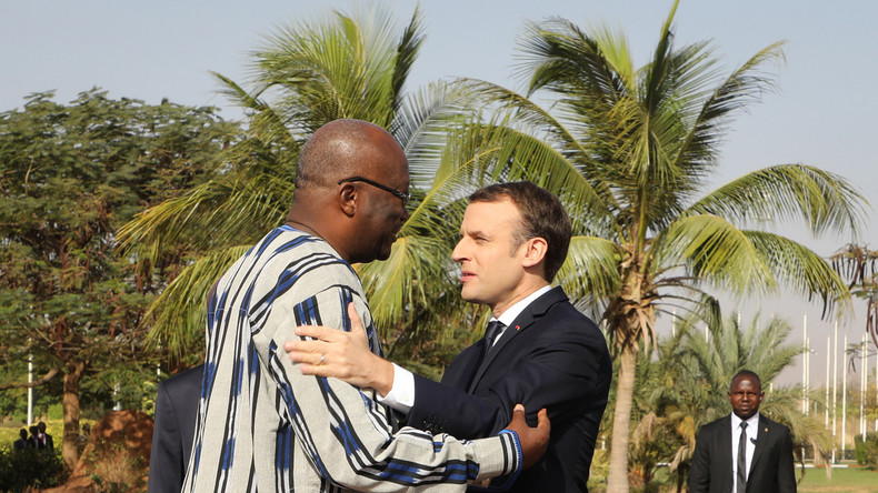 Burkina : échauffourées en marge de la visite de Macron, le convoi de la délégation caillassé