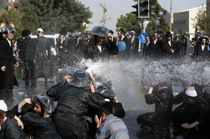 Jérusalem : manifestation de Juifs orthodoxes contre le service militaire obligatoire