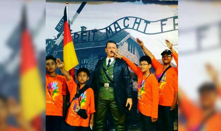 Indonésie : un musée de cire proposait de faire des selfies au côté de la statue d'Adolf Hitler devant l'entrée d'Auschwitz