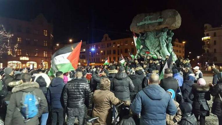Manifestation antisémite à Malmö, en Suède, contre la reconnaissance de Jérusalem par les États-Unis : « Tuez les juifs, l'armée de Mohammed est de retour ! »