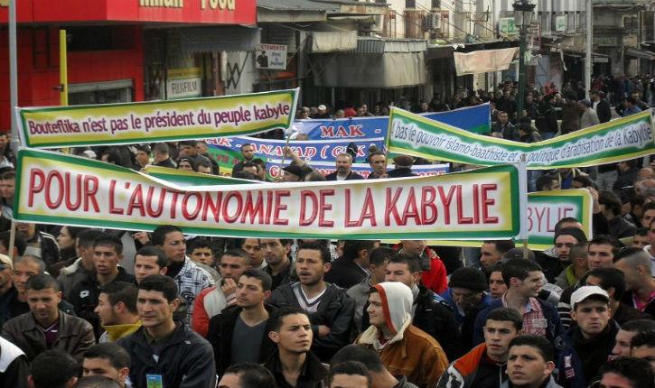 Vers une intifada en Kabylie : les Algériens amazighs dans les rues pour réclamer leurs droits
