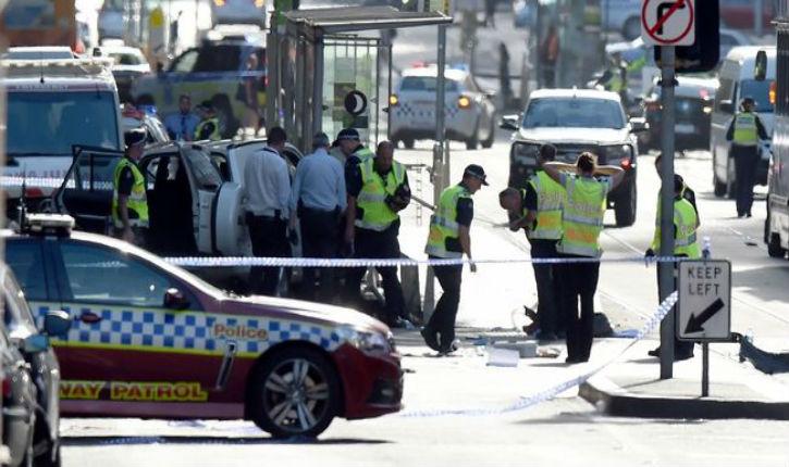 [Vidéo] Australie : une voiture fonce dans la foule à Melbourne