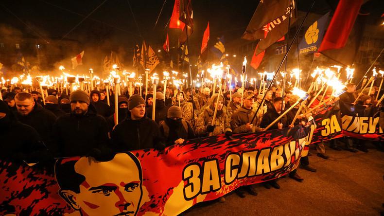 Des milliers d'Ukrainiens défilent en hommage au collaborateur nazi Stepan Bandera (Vidéos)
