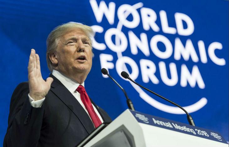 Davos : Trump, moqué par les médias français, mais superstar du forum économique mondial