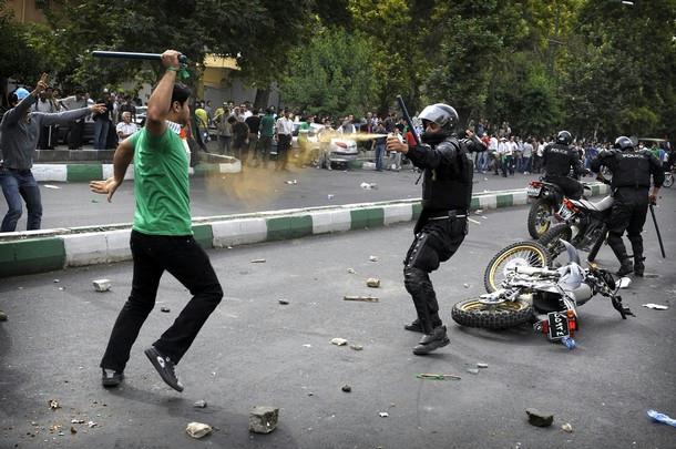 Contrairement à ce que déclare le gouvernement iranien, les manifestations continuent et prennent de l'ampleur