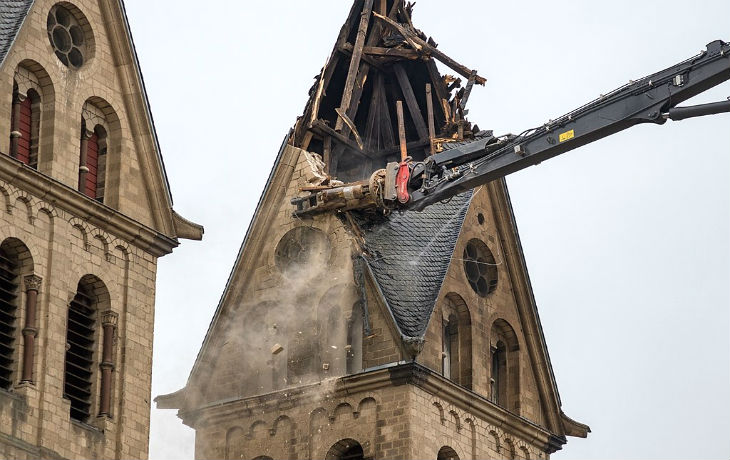 Europe : Tandis que les Symboles Judéo-Chrétiens disparaissent, l'Islam prend son essor