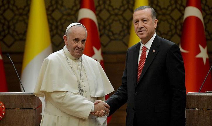 Le Pape argentin François, complice dans le sang du peuple Kurde