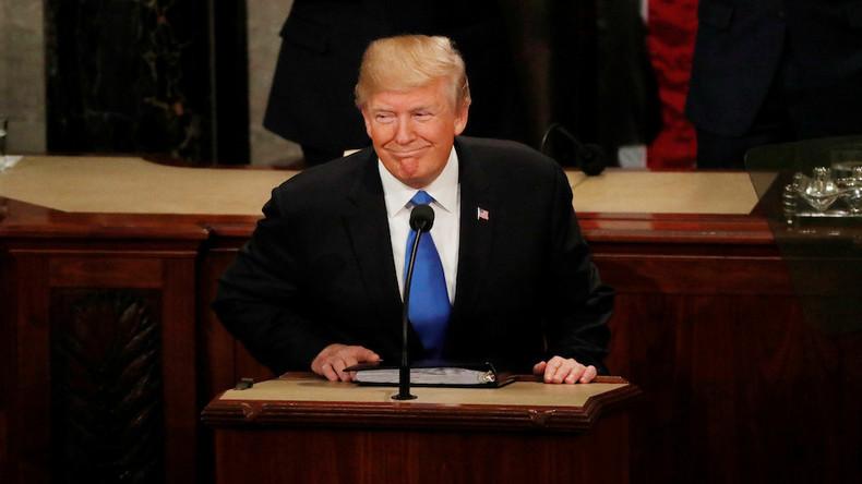 Donald Trump contre-attaque sur la prétendue ingérence russe : Le FBI ont utilisé un dossier anti-Trump financé par les démocrates