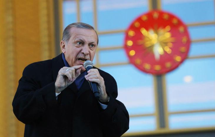 Erdogan menace la Grèce d'invasion, attaque des bateaux italiens, génocide les kurdes. Que fait l'OTAN?