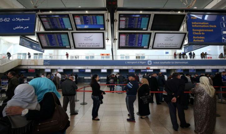 Un musulman tente, dans un aéroport, de faire passer 144.000 euros dans son canal anal !
