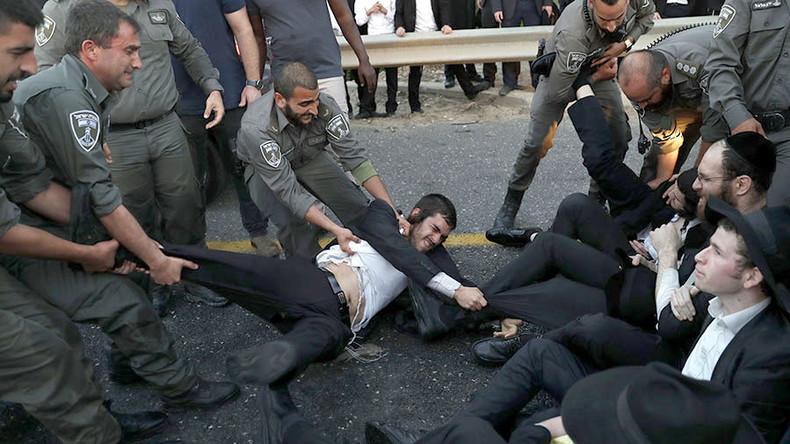 Israël : heurts entre la police et des juifs ultra-orthodoxes qui refusent le service militaire (Vidéo)
