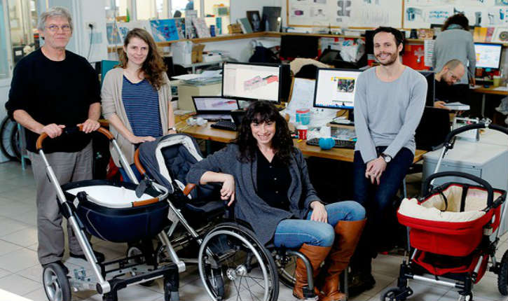 Une société israélienne conçoit un adaptateur universel permettant de connecter un fauteuil roulant à une poussette