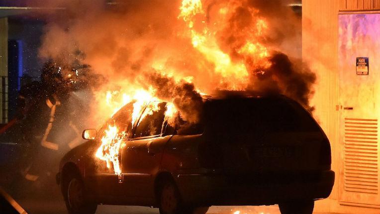 Toulouse : Pour un simple contrôle d'une musulmane en niqab… quatrième nuit de violences urbaines, 15 véhicules incendié