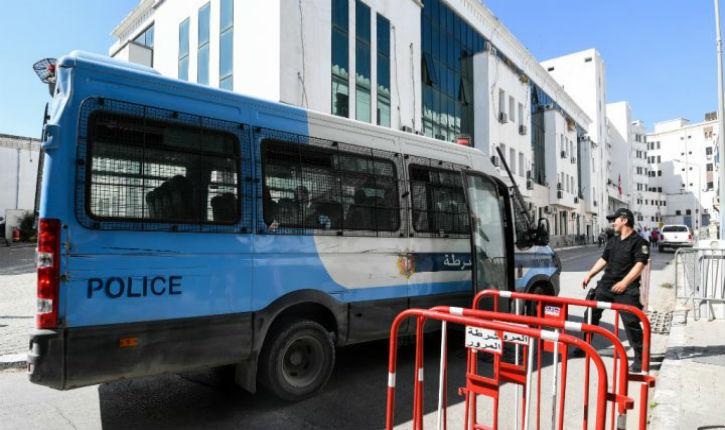 Un sympathisant du Hamas attaque deux policiers devant une synagogue à Tunis