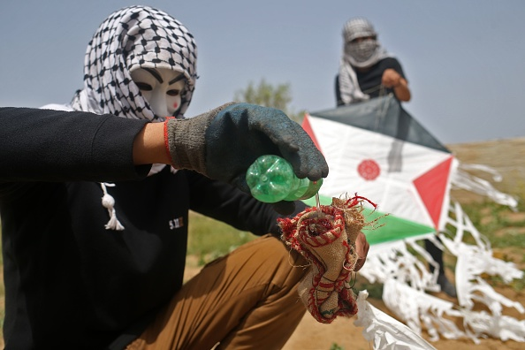 Les groupes écologistes en état d'aphasie devant les crimes écologiques des cerfs-volants Molotov palestiniens