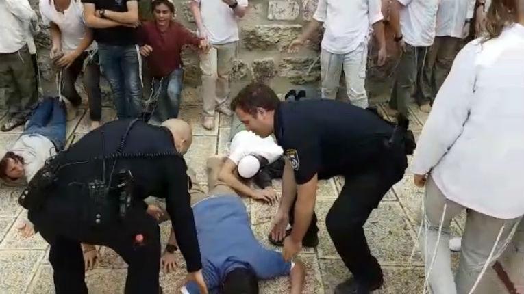 Jérusalem: de violents affrontements éclatent sur le Mont du Temple, des Juifs expulsés du lieu