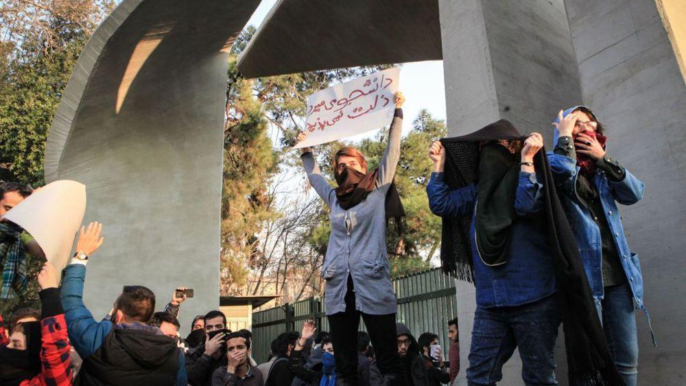 Des foules iraniennes chantent « A mort la Palestine! »