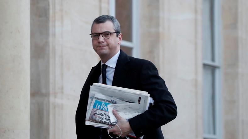 «Prise illégale d'intérêts», «trafic d'influence» : le bras droit de Macron visé par une plainte