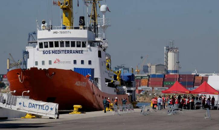 Sondage: une majorité de Français contre l'accueil du navire humanitaire l'Aquarius