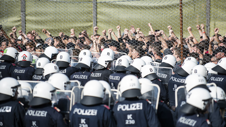 Autriche : des policiers simulent un afflux de migrants à la frontière avec la Slovénie (Images)
